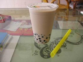 龍井珍珠奶茶系列的風評都很好,老闆調配加味奶茶時用料很大方而精確